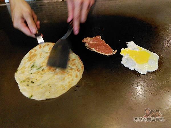 扶旺號鐵板土司08-鐵板中的食材