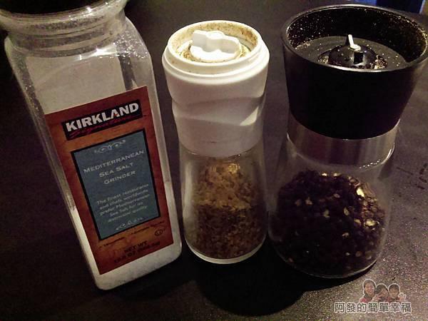 小惡魔炭燒牛排11-調味三寶_粗粒海鹽、黑胡椒、特製牛排調味粉