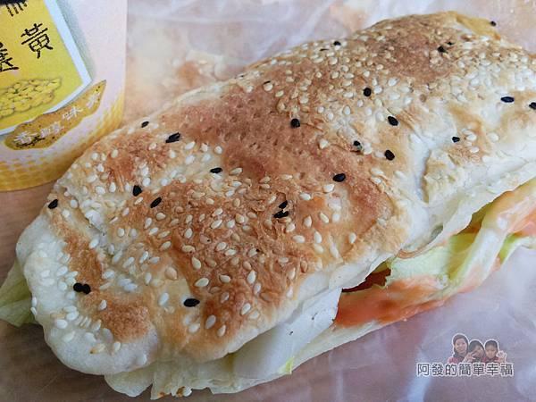 新莊-永和豆漿大王12-燒餅牛肉(沙拉)