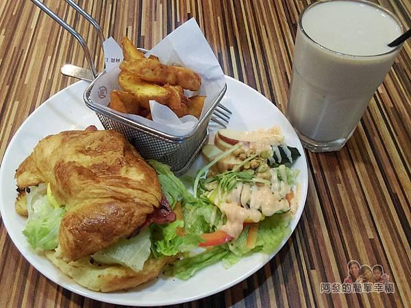 向陽晨間飲食館14-可頌組合套餐含鮮奶茶