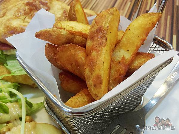 向陽晨間飲食館17-可頌組合套餐-楔型薯塊