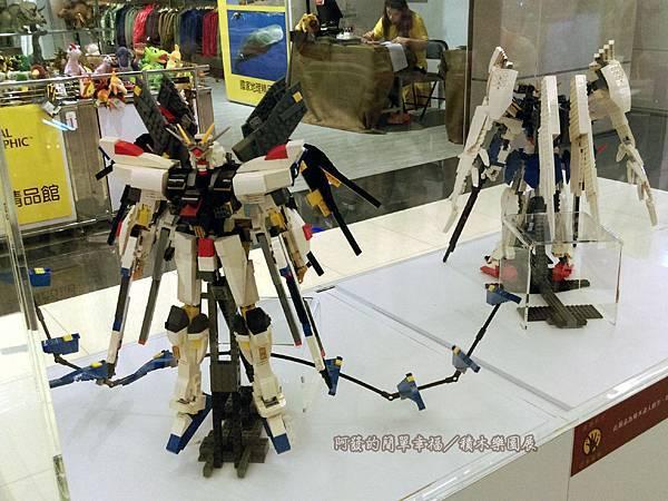 積木樂園展12-B棟1F-機甲爭霸展區-鋼彈(大)展櫃-黃信凱