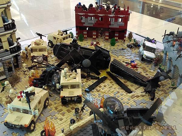 積木樂園展23-A棟1F-重裝任務展區-摩加迪休戰役_黑鷹墜落展櫃-五人共同創作