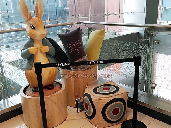 積木樂園展44-往3樓手扶梯一角