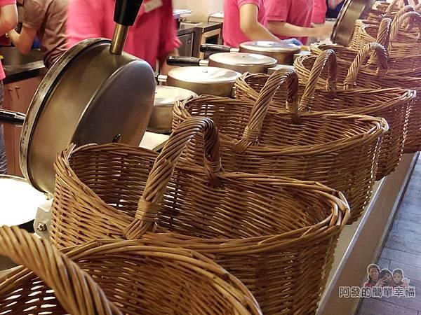 小木屋鬆餅10-成排竹籃
