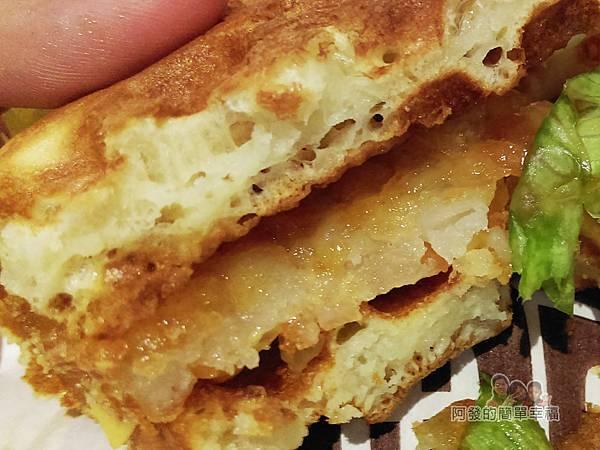 小木屋鬆餅18-薯餅起司蔬菜剖面