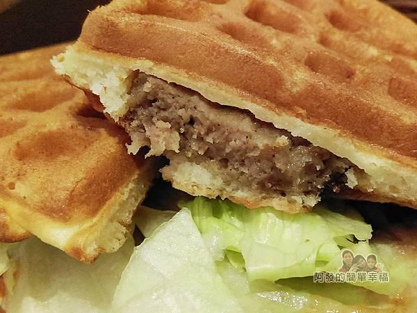 小木屋鬆餅22-牛肉堡蔬菜
