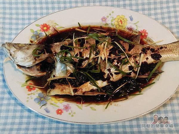 清蒸梅子鱸魚08-取出灑上蔥薑絲完成