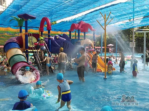 前港游泳池06-兒童戲水池-溜滑梯