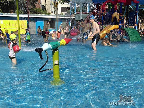 前港游泳池07-兒童戲水池-水槍