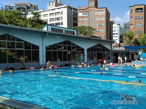 前港游泳池16-建築內為室內泳池(溫水)