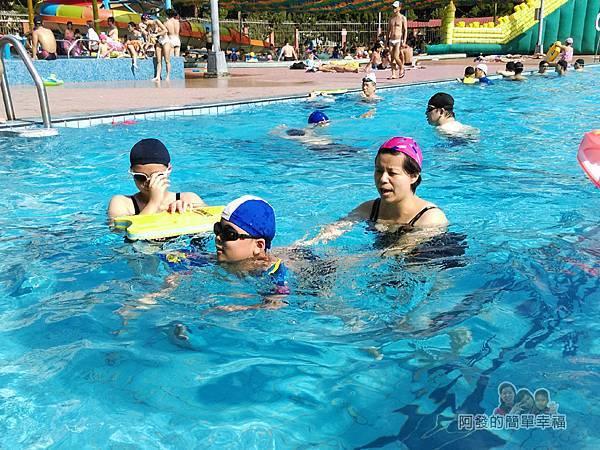 前港游泳池18-室外泳池練習中的兒女II