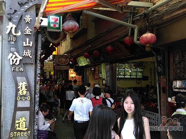 九份國小招財貓本舖01-九份老街入口處