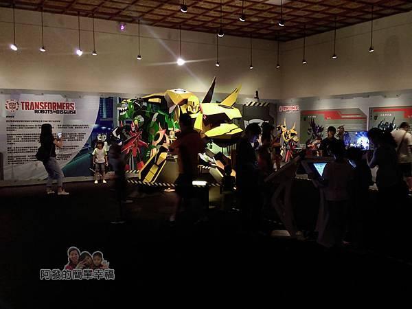 變形金剛台北特展28-變形金剛解碼-展區人潮與大黃蜂