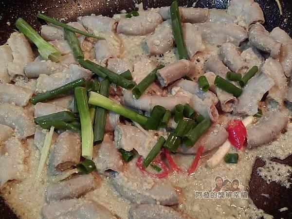 客家薑絲炒粉腸12-下蔥段辣椒片