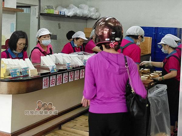 洪瑞珍三明治專賣店04-忙碌的工作人員