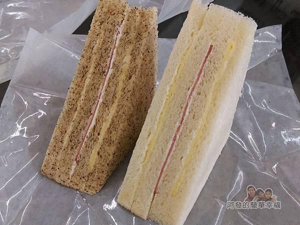 洪瑞珍三明治專賣店10-招牌與全麥火腿三明治外觀