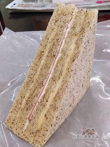 洪瑞珍三明治專賣店18-全麥火腿三明治外觀