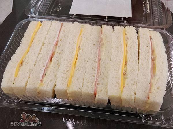 洪瑞珍三明治專賣店21-蛋沙拉三明治開盒