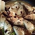 紅燒豆鼓虱目魚頭08-下冰糖與醬油