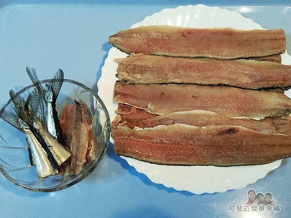日式照燒秋刀魚05-片下的魚肉