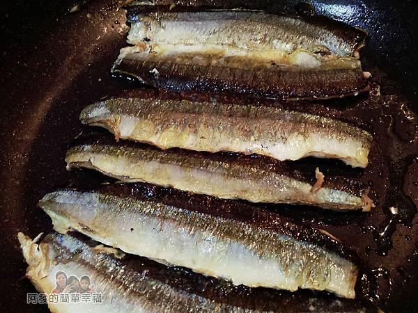 日式照燒秋刀魚07-煎魚肉