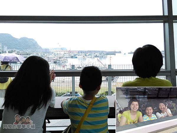 區域探索館36-用餐環境-窗外為八斗子漁港