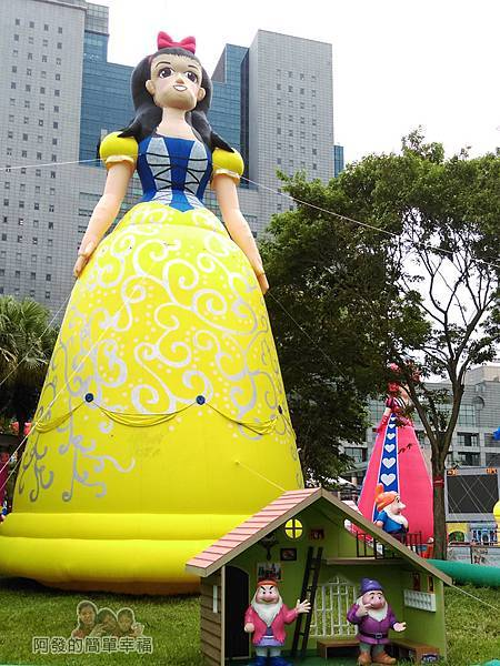 新北市兒童藝術節-童話城堡16-童話巨型裝置-白雪公主與七矮人