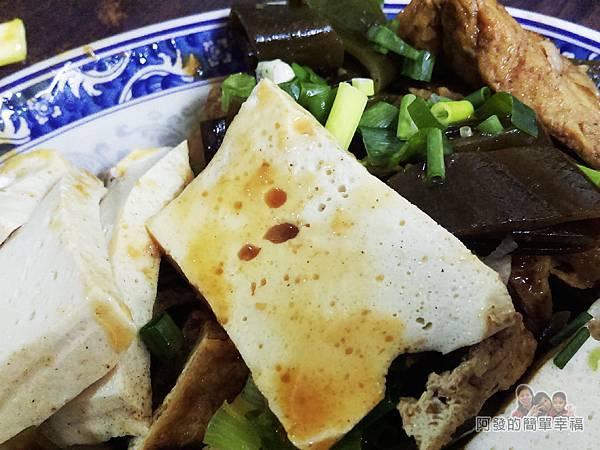 老牌牛肉拉麵大王14-滷小菜特寫
