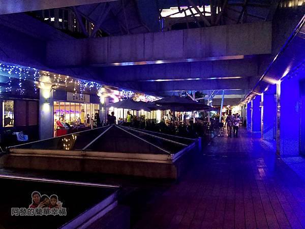 BAKERY49-01-板橋火車站2F戶外花園餐廳區