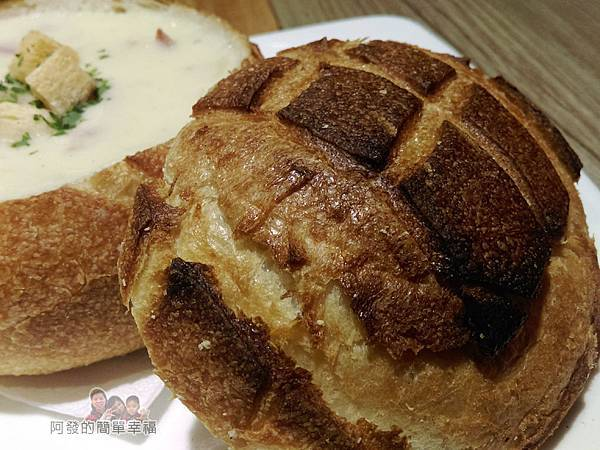 BAKERY49-20-今日主廚湯品+舊金山酸麵包碗-酸麵包碗特寫