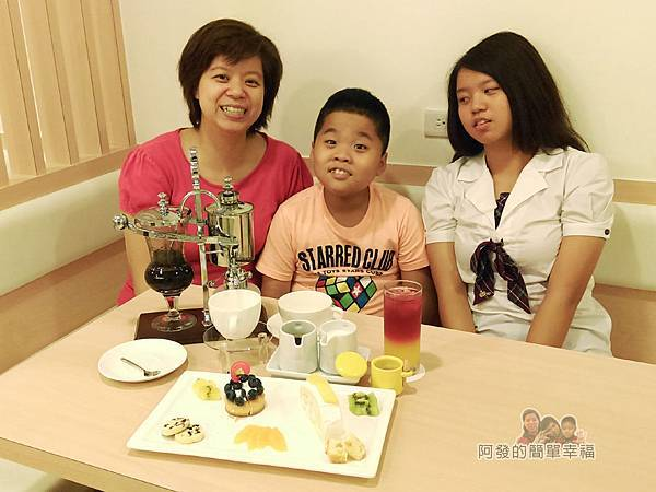 絆27-飲品甜點上桌開心模樣.jpg