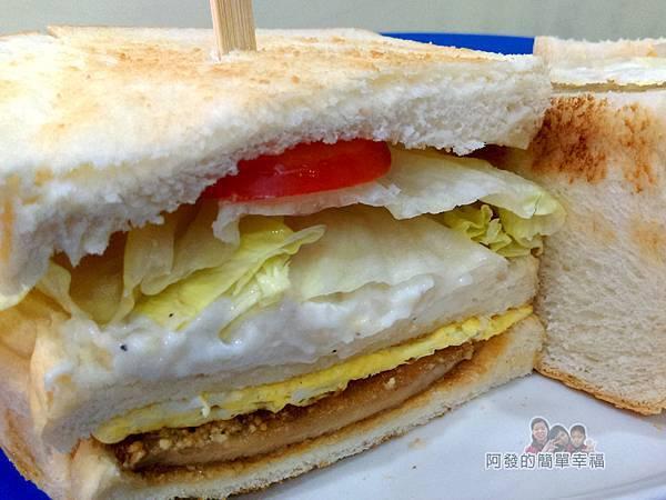 2個蛋早餐22-蛋蛋打嗝三明治剖面