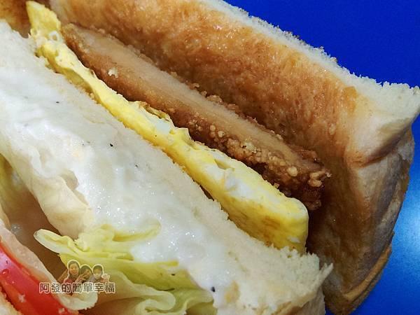 兩個蛋早餐23-蛋蛋打嗝三明治特寫