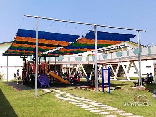 山腳國小05-幼兒園前的遊樂器材區