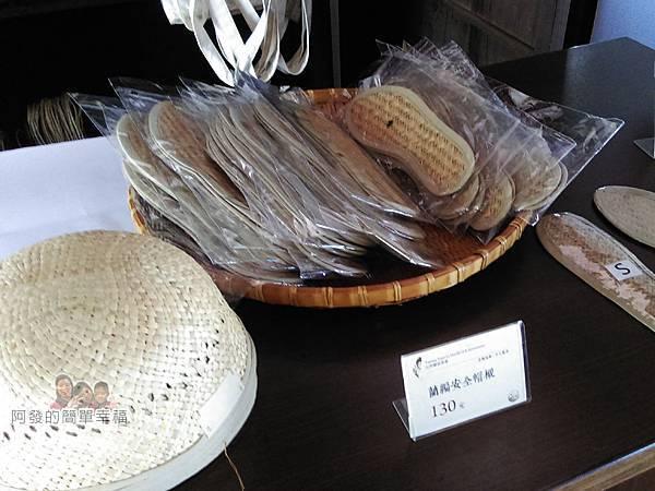山腳國小20-櫃檯上的藺編製品