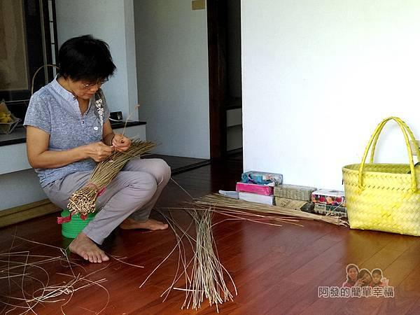 山腳國小26-藺草媽媽編織展示