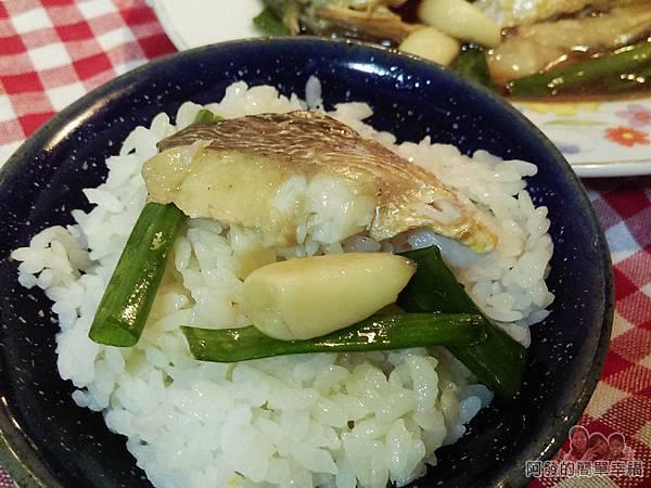 蒜燒黃魚12-搭上白飯