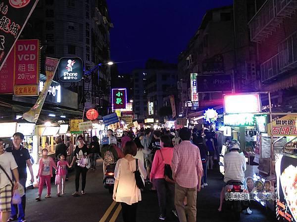 嘉味仙麻油雞腿庫飯01-夜市人潮