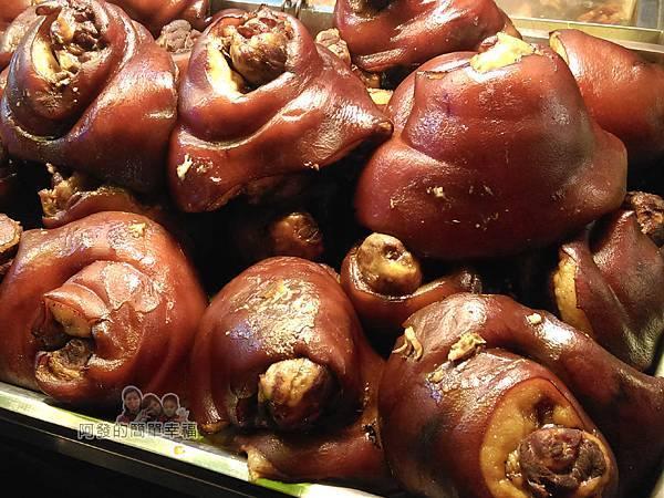 嘉味仙麻油雞腿庫飯04-令人垂涎的腿庫肉