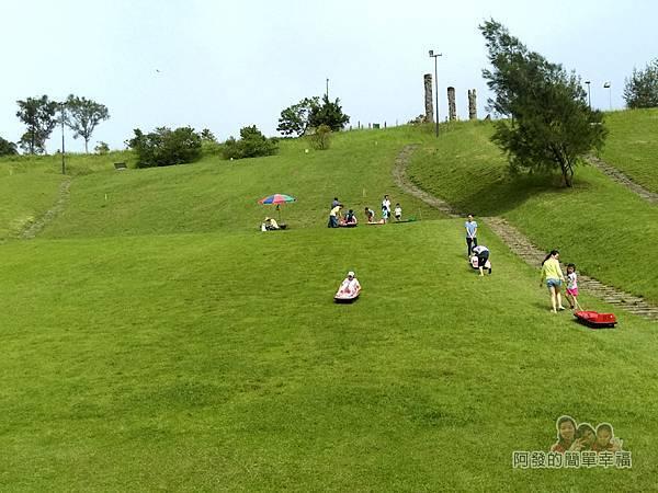 福德坑環保復育園區09-翠綠且如地毯般的斜坡草皮