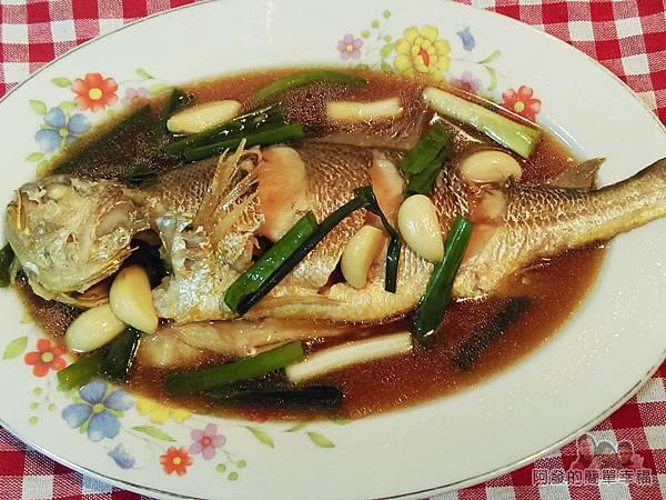 十道家常魚料理10-蒜燒黃魚