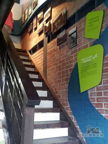 河川教育中心園區07-河川教育中心-通往2樓的木梯