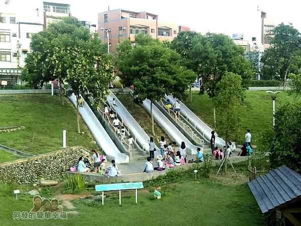 河川教育中心園區10-河川教育中2F-一旁即是彩色大水管溜滑梯