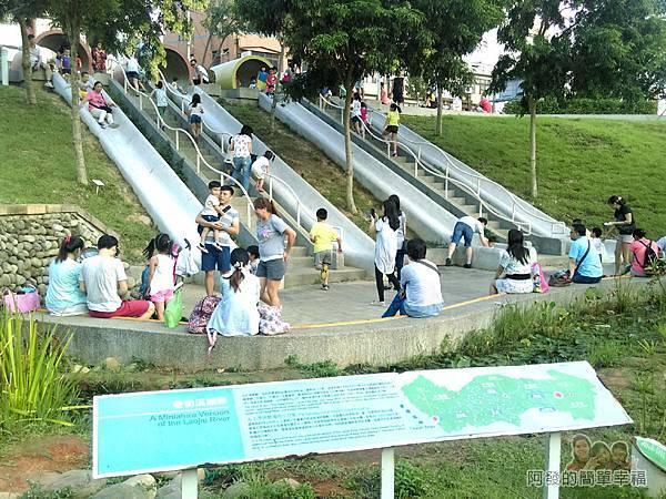 河川教育中心園區12-彩色大水管溜滑梯