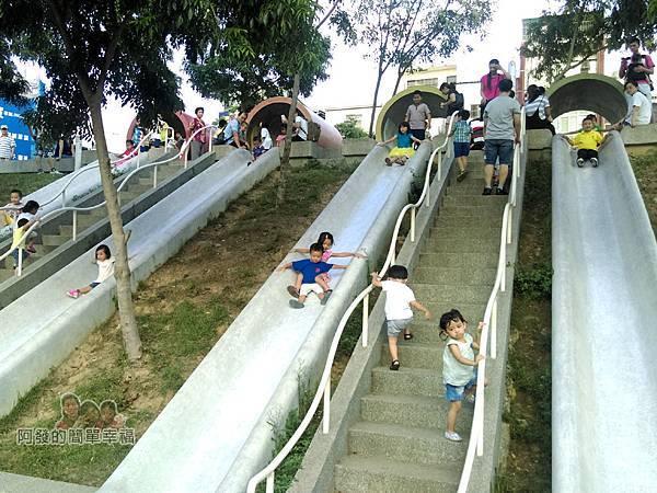 河川教育中心園區13-彩色大水管溜滑梯-充滿著歡笑聲的溜滑梯