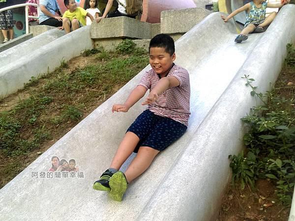 河川教育中心園區16-彩色大水管溜滑梯-溜下囉