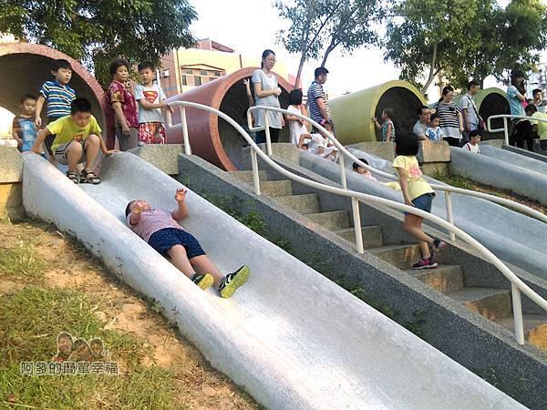 河川教育中心園區26-彩色大水管溜滑梯-側拍