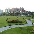 新勢公園06-陽光大草坪上的人們