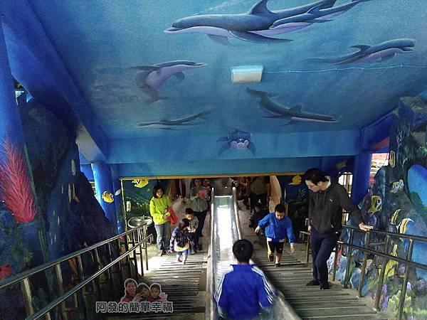 濂洞國小19-有如穿梭在海底世界的溜滑梯